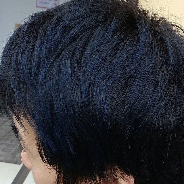 新しいカラー剤の実験で、日曜日にオーナーの頭を青くしてみました。褪色が心配でしたが、まだ褪色があまりないようです。きれいな青になりました♪#美容室 #美容院 #富士宮美容室 #富士宮美容院 #ヘアカラー #アッシュ #フェリーチェヘア #青