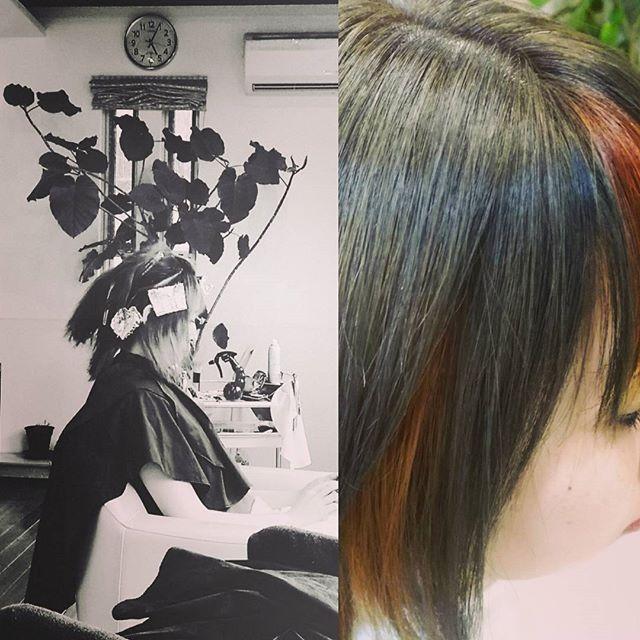 夕方手が空いたので、スタッフの愛理さん希望のマット&オレンジで染めました。今日はもう暗いので明日の日中に全体的なカラーの写真を撮ってみようと思います#ヘアカラーオレンジ#ヘアカラーマット#ヘアカラーカーキ#グレージュ #カーキグレージュ #富士宮美容室#富士宮美容院#フェリーチェヘア#富士宮#美容院#美容室#メッシュカラー #インナーカラー