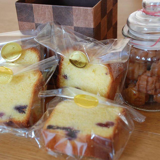 先日、@yasumin.7 様から手作りのパウンドケーキと梅干しをいただきましたスタッフであっというまに食べてしまいましたごちそうさまでした#パウンドケーキ #おいしかった #おみやげ #手作りケーキ #フェリーチェヘア #富士宮
