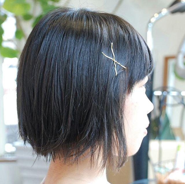 中学生の女の子。肩にすぐ着かないくらいの長さで、軽くということと、内巻きじゃない感じがよいとのことでした。軽くして、動きが出るようにしました♪#ショートカット #中学生ヘア #外はねボブ #フェリーチェヘア #FELICEHAIR  #富士宮美容室 #富士宮美容院