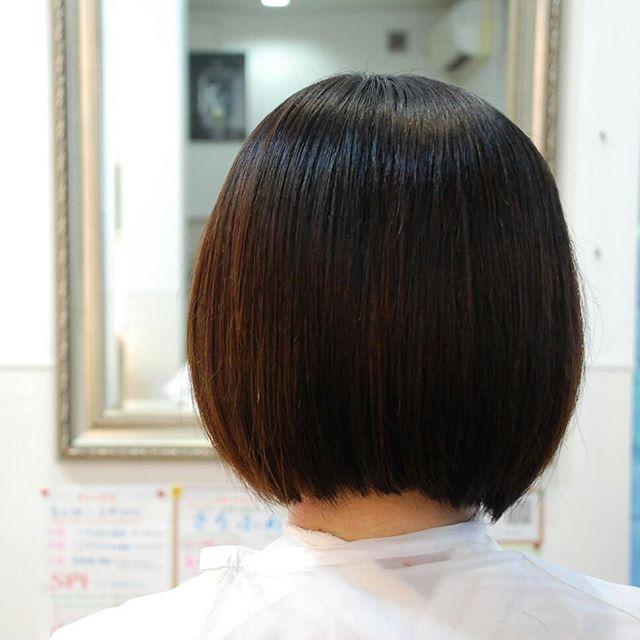 収まりが悪いので、#縮毛矯正 を全体に掛けました。#ハンドブローのみ でこんなにきれいカットは前髪のみでいいということだったので、前髪のみカットしました#富士宮美容室 #富士宮縮毛矯正 #富士宮美容院 #フェリーチェヘア #FELICEHAIR #艶髪 #縮毛矯正
