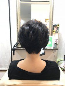 くせ毛をパーマっぽく。後頭部が自然に膨らむヘアスタイル(富士宮市の美容院フェリーチェヘアでのヘアカット)