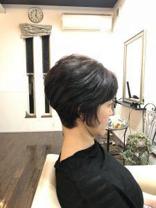 後頭部が自然に膨らむヘアスタイル(富士宮市の美容院フェリーチェヘアでのヘアカット)